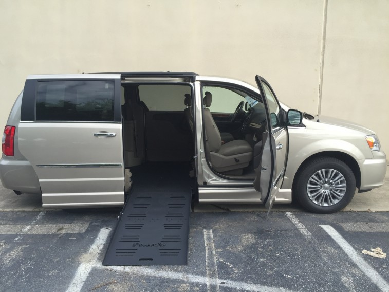 2016-chrysler-town-country-wheelchair-van